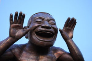 Statue of a man laughing hilariously