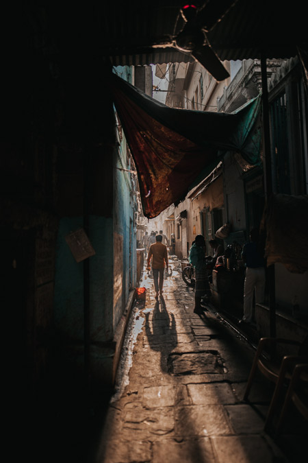 An alleyway in India.